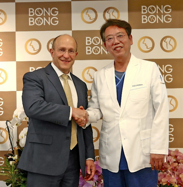 Dr Hammond and Prof Minn.jpg