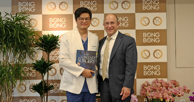 Dr HAmmond and MG KANG.jpg